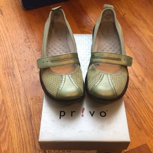 Privo by Clarks maryjane shoes green size 5